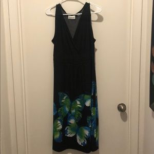 Sleeveless dress with butterfly print.